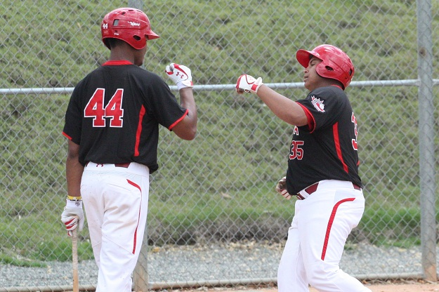 Juniors use long ball in win over Royals