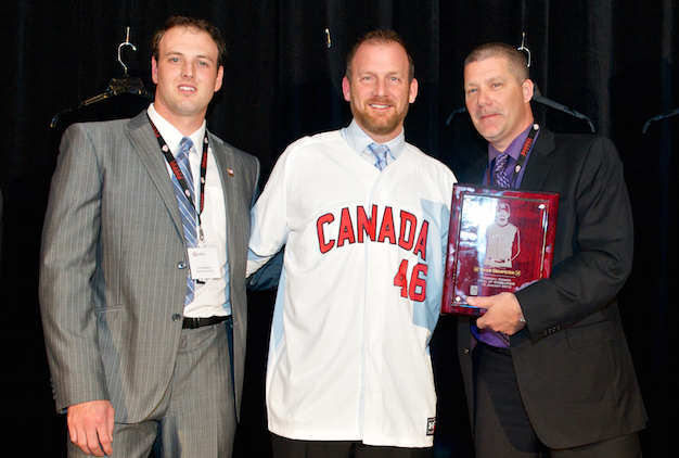 Dempster officially calls it a career, will join Cubs front office